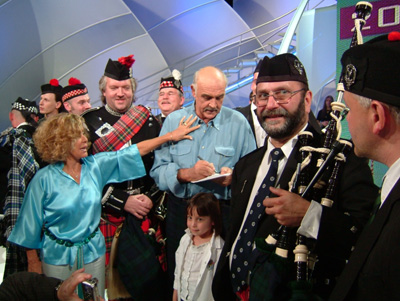 Pipe Band Montmartre Highlanders avec Sean Connery